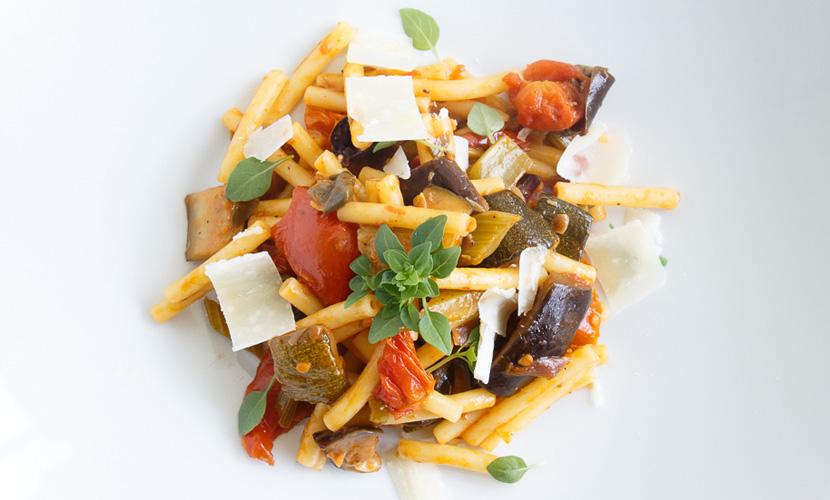 Saisonales Gemüse – Rezept: Maccaroni mit Caponata